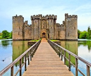 Castle and moat.jpg-500x400